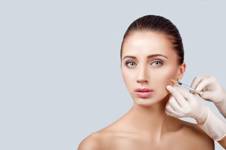 zastrzyki kolagenu w twarz